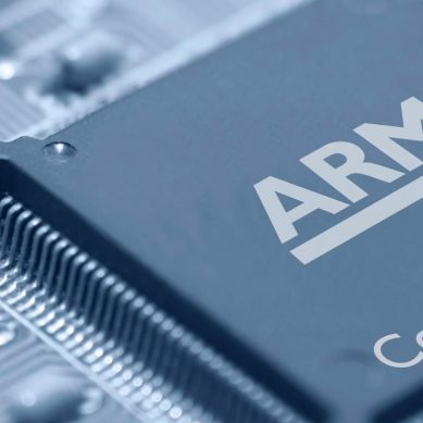 Intel cosies up to ARM and stalks Apple