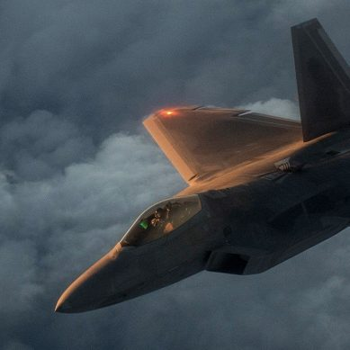 F-35 pilots will team with AI to control swarms of drones in mid flight